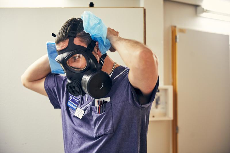 MIVA SÖS i januari 2021. Covid-19, corona, intensivvård, sjuksköterska, intensivvårdssjuksköterska, korridor, skyddsmask, mask