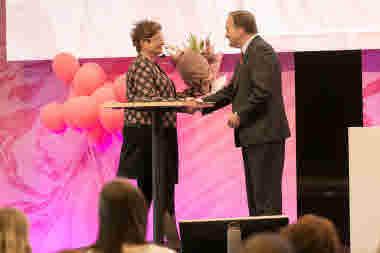 Sineva Ribeiro och Stefan Löfven på kongressen 2018.