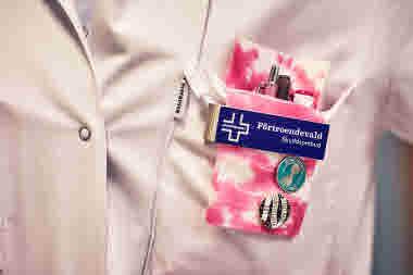 Biomedicinsk analytiker på Gävle sjukhus mars 2021. BMA förtroendevald namnbricka namnskylt pennfodral