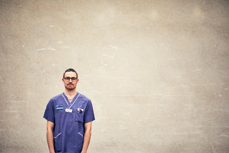 Förtroendevald på intensivvårdsavdelningen på MIVA SÖS i januari 2021. Covid-19, corona, intensivvård, sjuksköterska, intensivvårdssjuksköterska, utomhus, porträtt