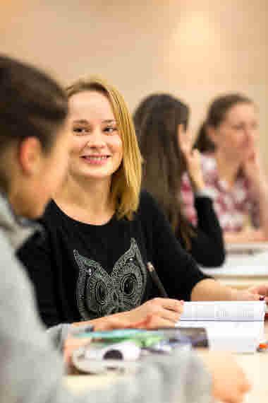 Studenter i skolmiljö. Vårdförbundet Student. Stående bild